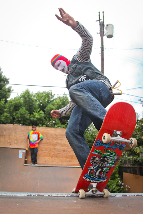 El Pavo getting blunted. Photo: Ruano.