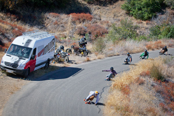 Dane Webber leads a pack down the course just before the race. Photo: Ruano.