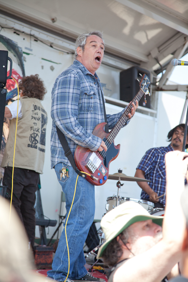 Mike Watt rocking the San Pedro Shredders. Photo: David Ruano.