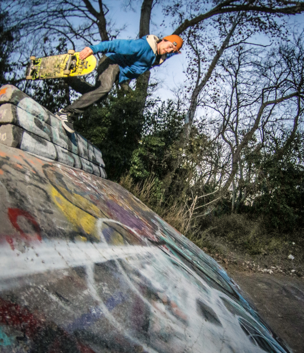 Louis Pilloni with a boneless at Houston's legendary EZ-7 ditch. Photo: Bandy.